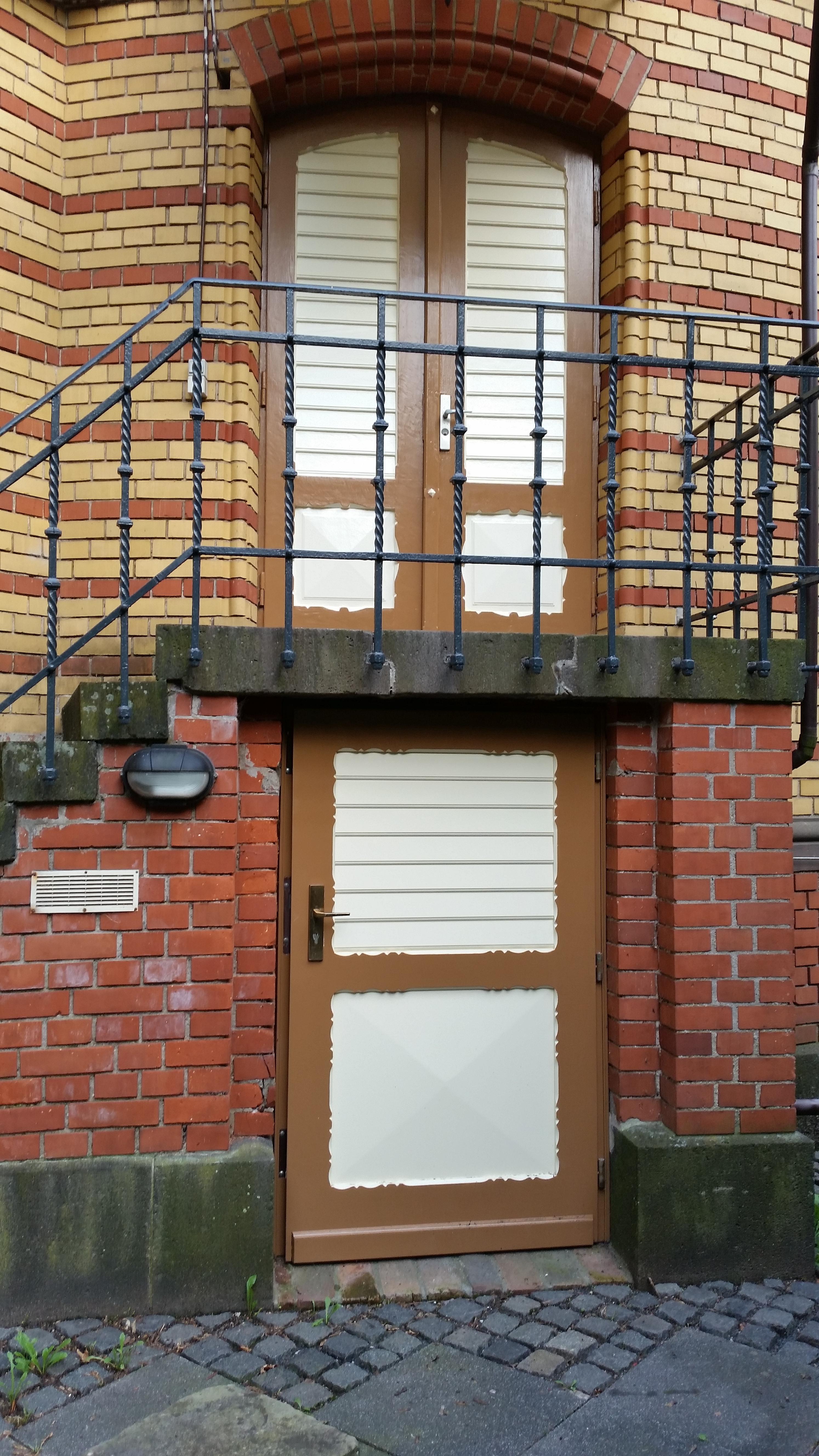 (12.08.2015) Von Thorsten David wurden die Türen und Fensterrahmen neu gestrichen.