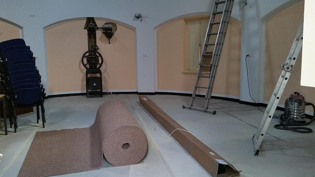 Nachdem nochmals großzügig ein 5 Kubikmeter-Kontainer entsorgt wurde, wurde der neue Teppichboden von Michael Hillen angeliefert Teppichboden