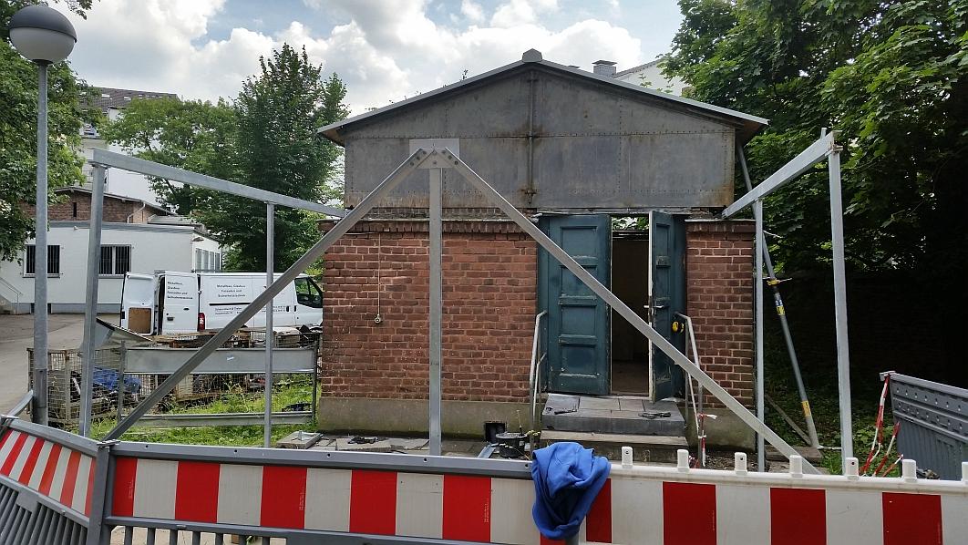 Eine weitere Ansicht zum Aufbau des Abrollgestelles (18.06.2015)